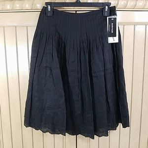 Peter Nygard Black Knee-Length Skirt, sz 4P